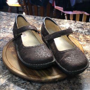 Allegria's brown gently worn size 42